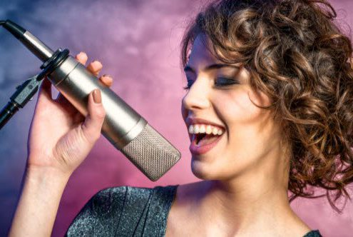 feature-singer_000056432840_Small.jpg